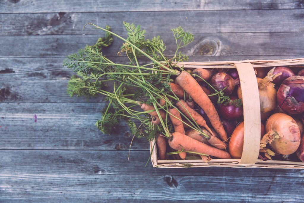 Których warzyw nie powinno przechowywać w ldówce?